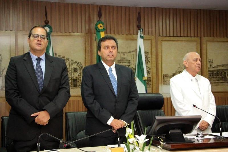 Vereadores da base do prefeito Carlos Eduardo querem que vice seja escolha de aliados da Câmara