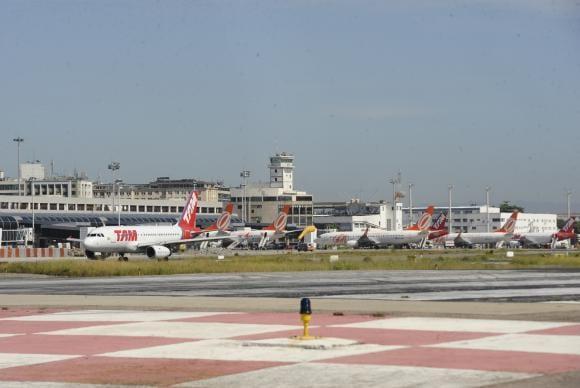 Empresas concessionárias de aeroportos querem postergação do pagamento da outorga