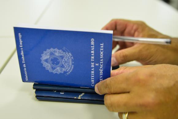 Brasil fecha 104.582 vagas formais de emprego em fevereiro
