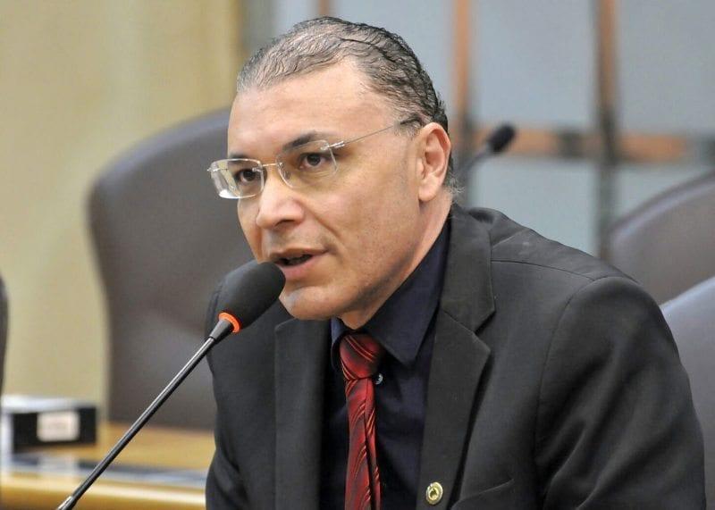 Vice de Carlos Eduardo poderá ser Albert Dickson, Júlia Arruda ou Joanilson Rego
