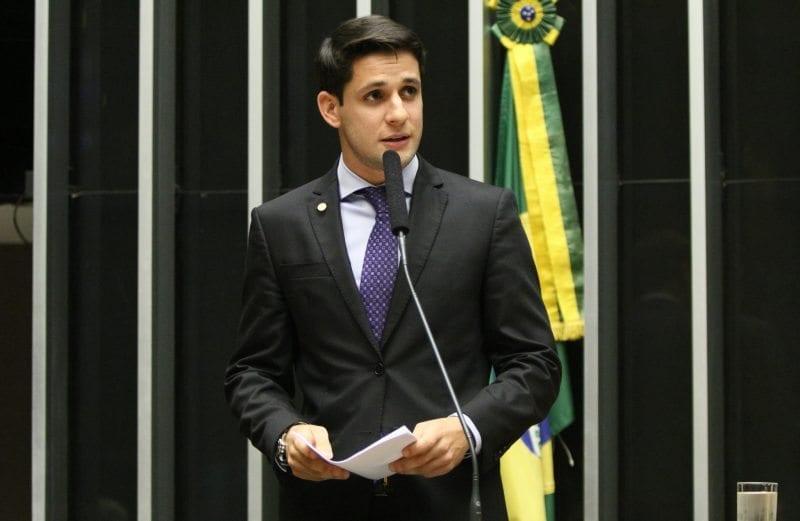 Comissão aprova emenda de Rafael Motta que incentiva uso de energia solar em prédios públicos