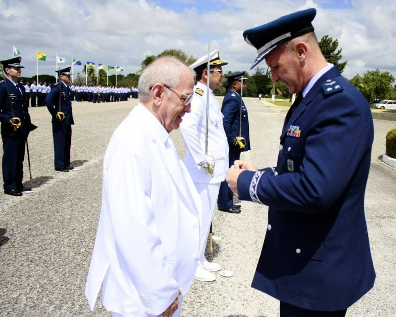Presidente da Câmara recebe Medalha Mérito Santos Dumont