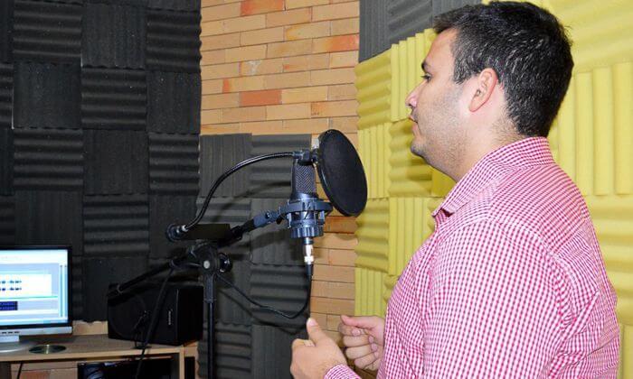 Sucessão em Caicó: candidato Judas Tadeu grava os primeiros programas de rádio