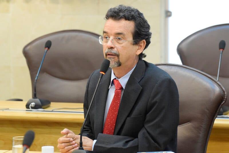 Deputado Mineiro emite nota contra privatização da UERN