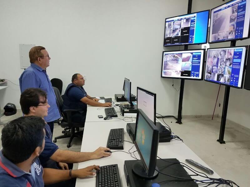 Prefeito Jaime Calado visita Central de Monitoramento de Vídeo da Guarda Municipal