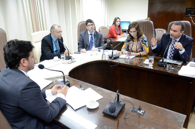 Comissão aprova projeto que determina  identificação de crianças em hotéis