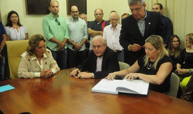 Pedro Almeida e Fernanda Kallyne são empossados secretários municipais
