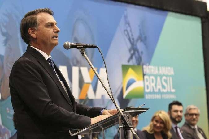 No Twitter, Bolsonaro diz que 'curtirá uns 10 dias de férias' com médicos