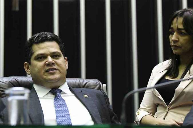 STF julga em dezembro possibilidade de reeleição de Maia e Alcolumbre
