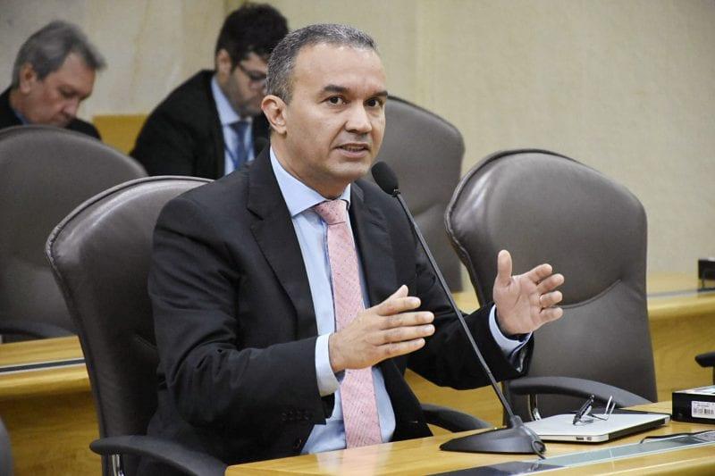 Deputado Kelps Lima critica falta de vagas em creches públicas de Natal