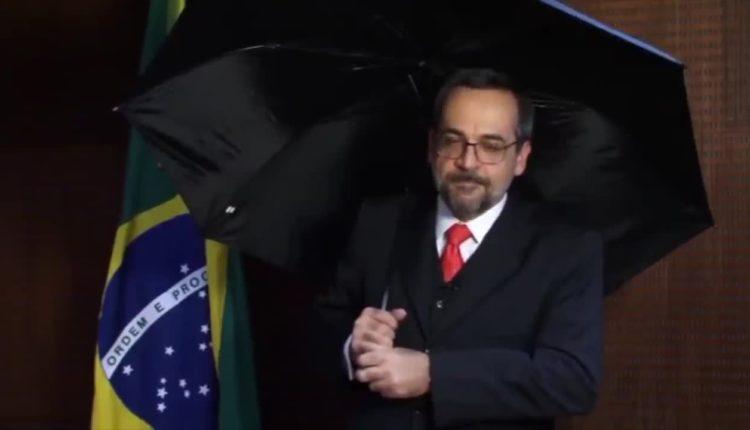"""Weintraub compartilha crítica a Bolsonaro e diz que foi """"sem querer"""""""