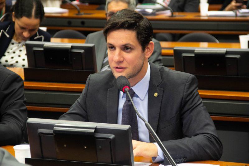 Rafael Motta apresenta projeto para criminalizar tráfico de animais pela internet