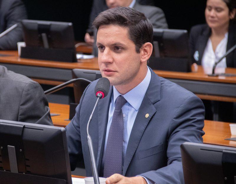 Deputado Rafael Motta cobra explicações sobre reajuste de planos de saúde durante a pandemia