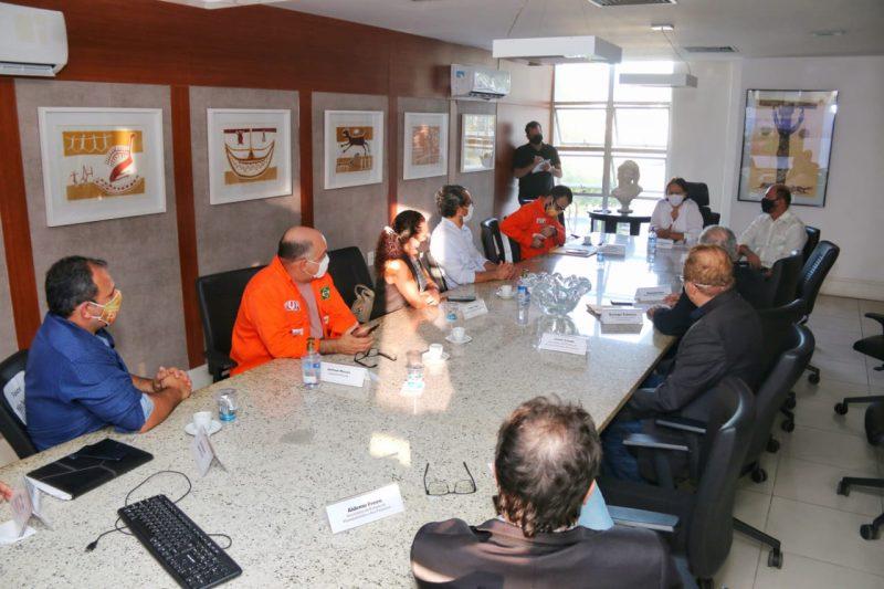 Governo se reúne com representantes do Sindipetro e bancada federal para tratar sobre saída da Petrobras do RN