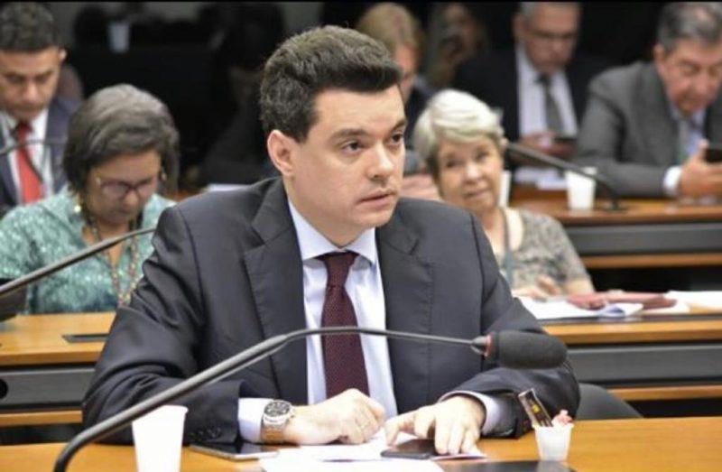 Projeto de Walter Alves garante equidade na concessão de crédito para grandes e pequenas empresas