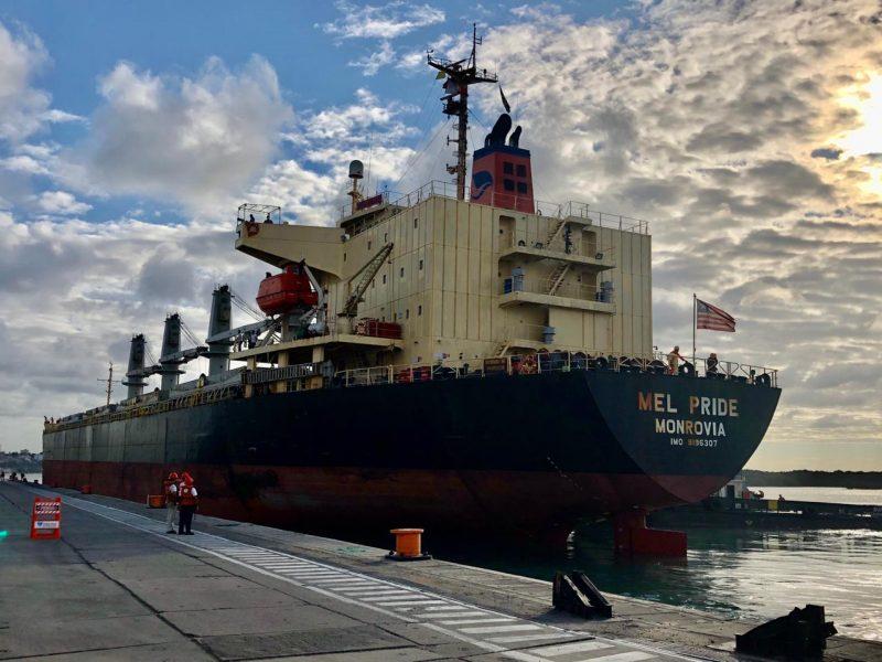 Navio atraca no Porto de Natal para embarque de seis mil toneladas de açúcar