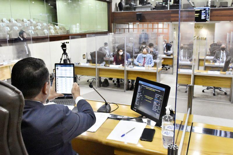 Deputados aprovam Refis com novos prazos para tributos estaduais