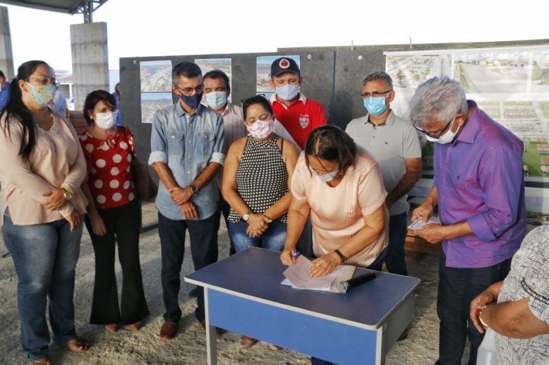 Governadora sanciona lei que autoriza permuta de imóveis da Barra de Santana, em Jucurutu