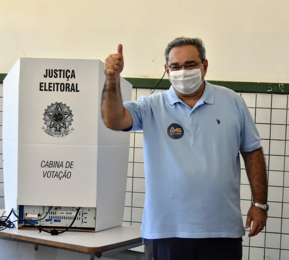 """Álvaro destaca confiança na vitória ao votar: """"sensação de dever cumprido"""""""