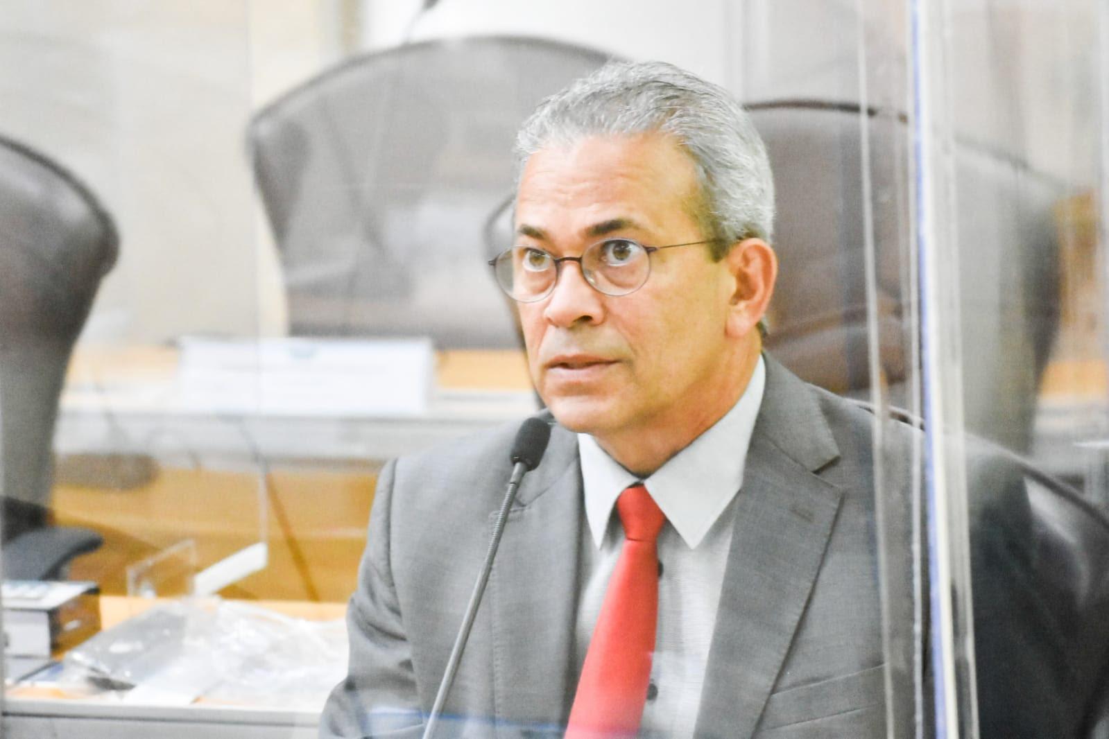 Deputado Hermano Morais propõe redução de taxa de estacionamento no aeroporto de SGA