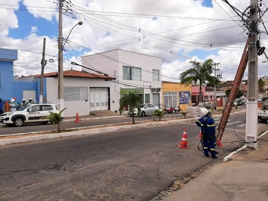 Cosern retira 50 quilos de fios e cabos irregulares de internet, TV a cabo e telefone das ruas de Santa Cruz