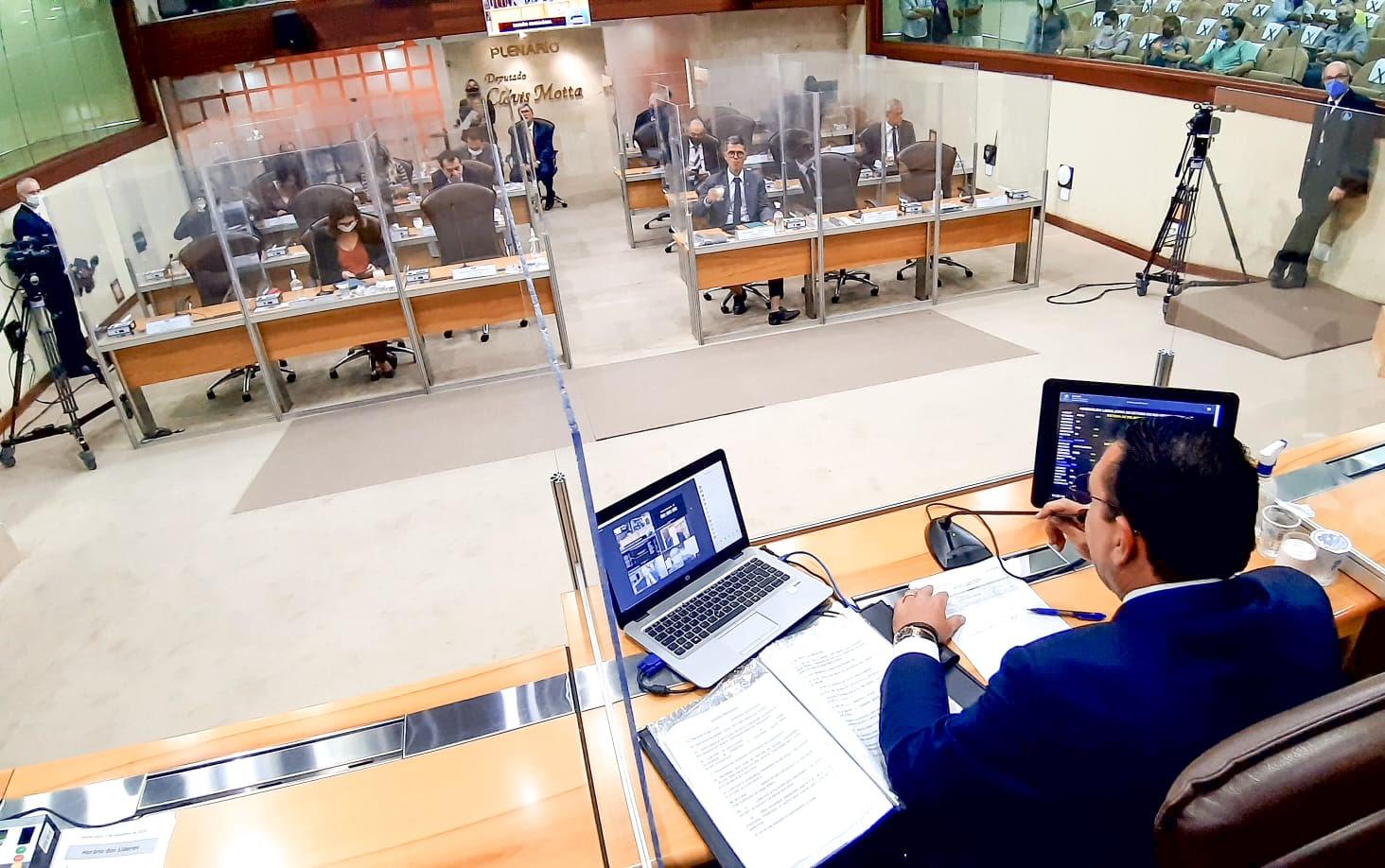 Assembleia aprova em definitivo PEC que beneficia municípios com transferência direta