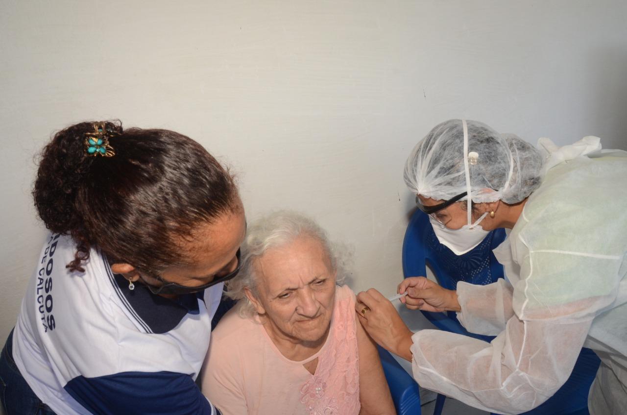 São Gonçalo inicia vacinação em idosos hoje; acamados acima de 75 anos e 90 anos ou mais serão vacinados em casa