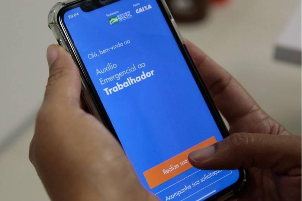 Mulheres com filhos deverão receber auxílio emergencial R$ 375