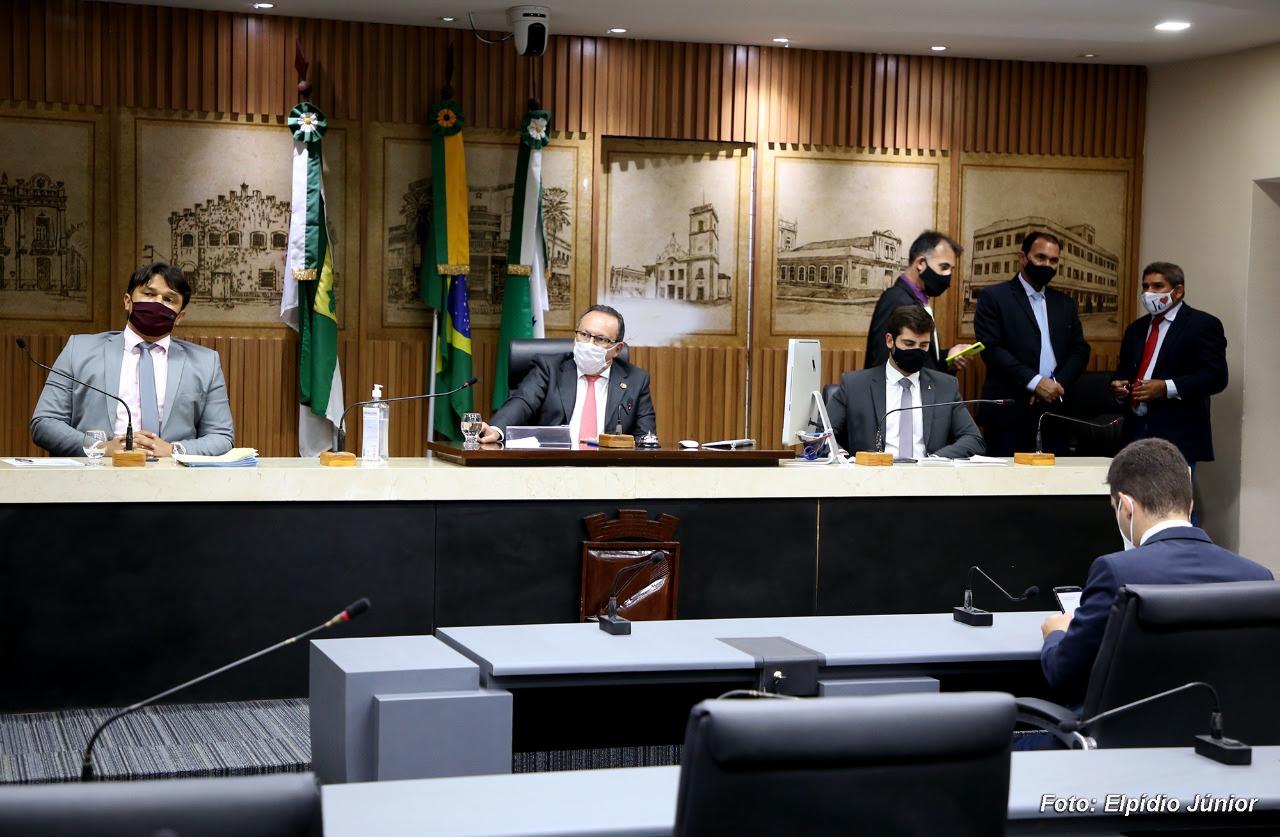 """Câmara de Natal aprova Lei que cria campanha """"Doadores do Futuro"""" nas escolas públicas"""