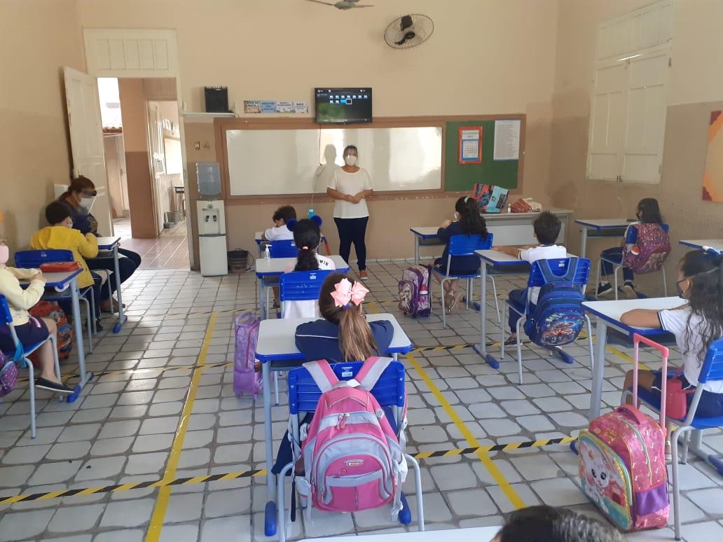 Depois de quase um ano e meio, Governo retoma aulas na rede estadual