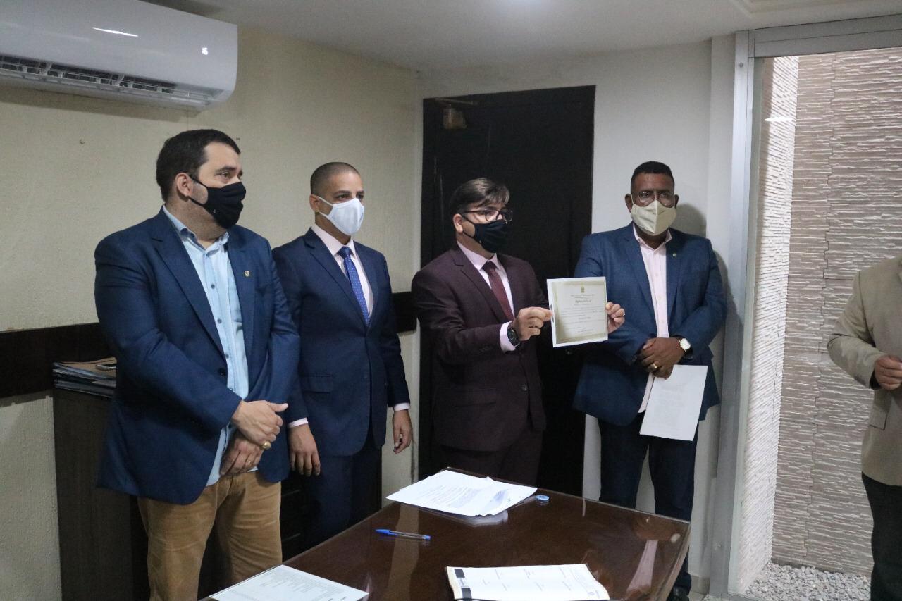 Zico Matias toma posse na Câmara Municipal de Parnamirim