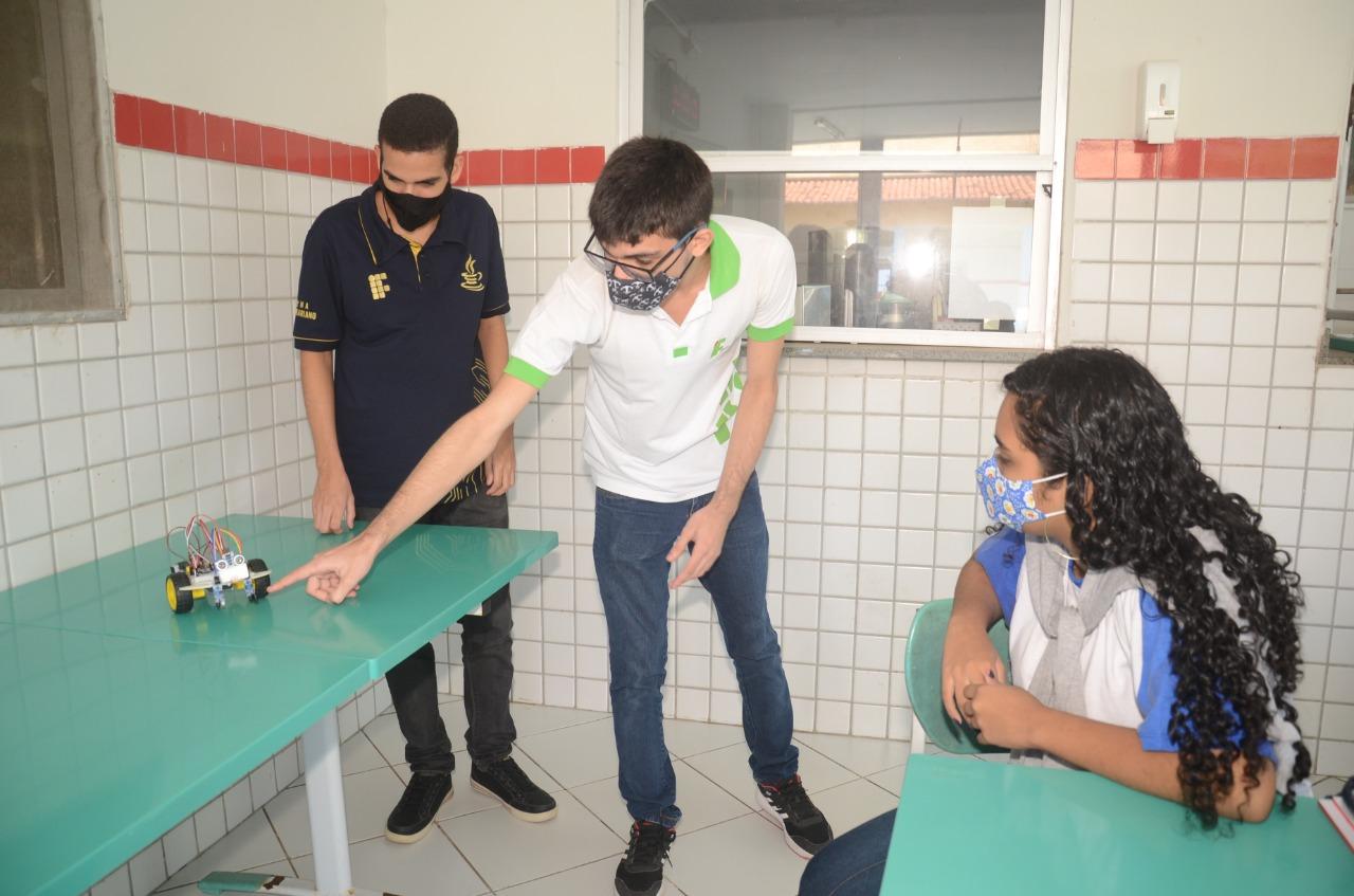 Robótica descomplicada: estudantes da rede municipal participam do lançamento de projeto do IFRN – Campus São Gonçalo