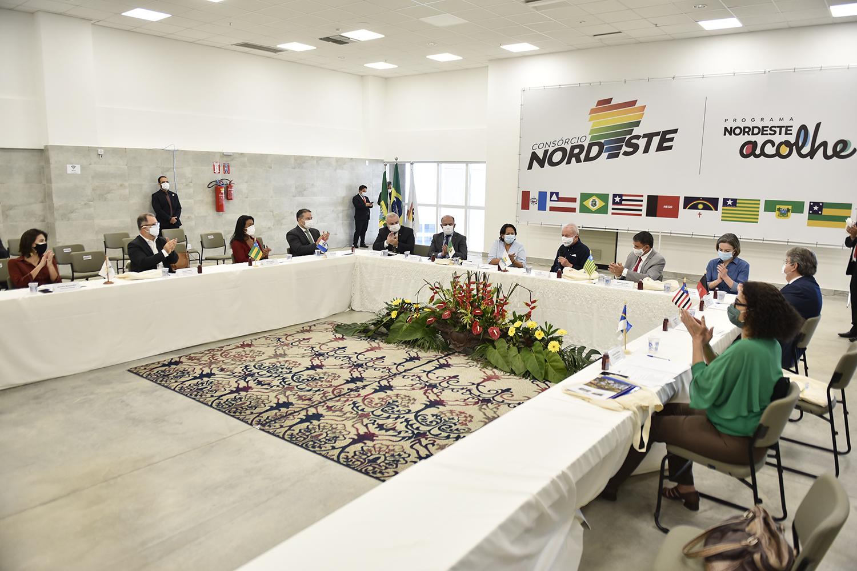 Governadores do Nordeste emitem carta em defesa da legalidade e da paz