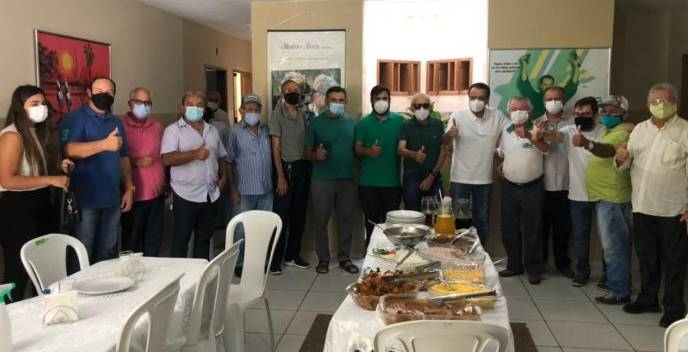 Pré-candidato a deputado federal, Henrique Alves se reúne com aliados em Caicó