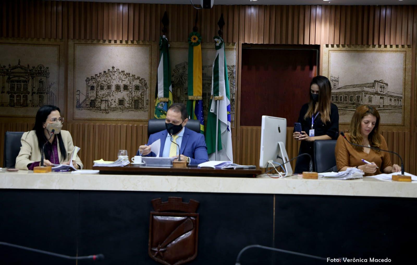 Comissão de Justiça aprova projetos para coibir violência contra a mulher
