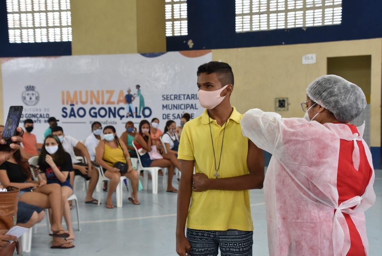 Covid: São Gonçalo já vacina adolescentes de 14 anos sem comorbidades