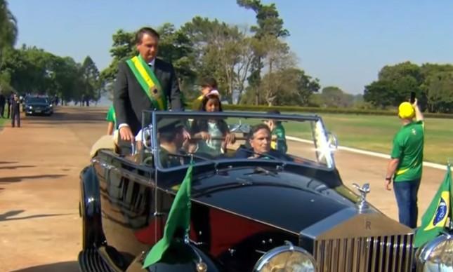 Ex-piloto de F1 e apoiador de Bolsonaro, Nelson Piquet dirige Rolls Royce do presidente