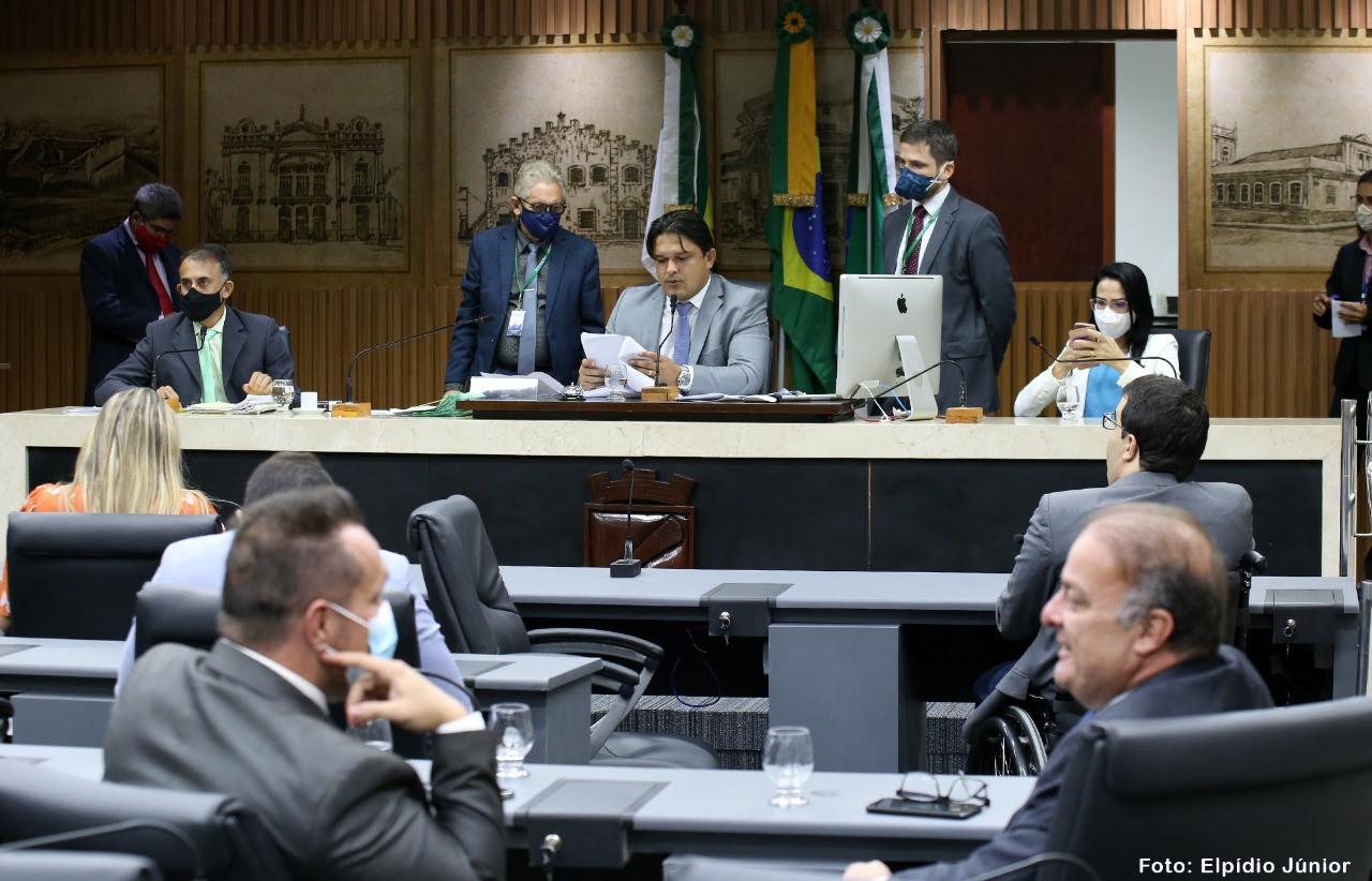 Câmara aprova PL que reduz carga horária de servidores com guarda de pessoa com deficiência