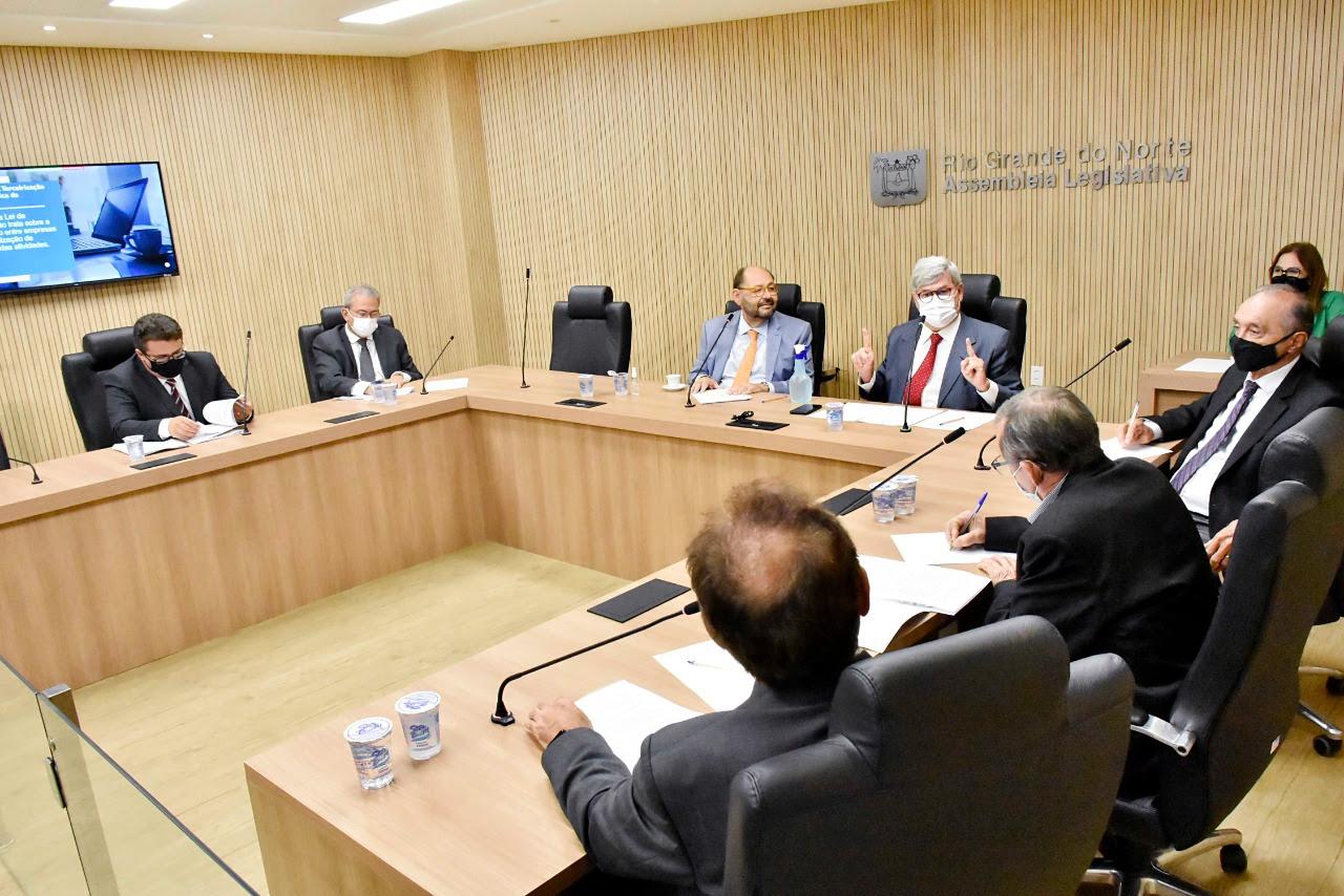 Comissão de Finanças ouve dirigentes médicos sobre contratação de profissionais