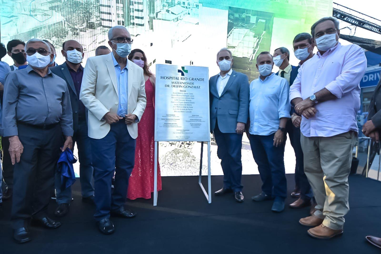 Ministro da Saúde e prefeito de Natal na inauguração da nova maternidade do RN